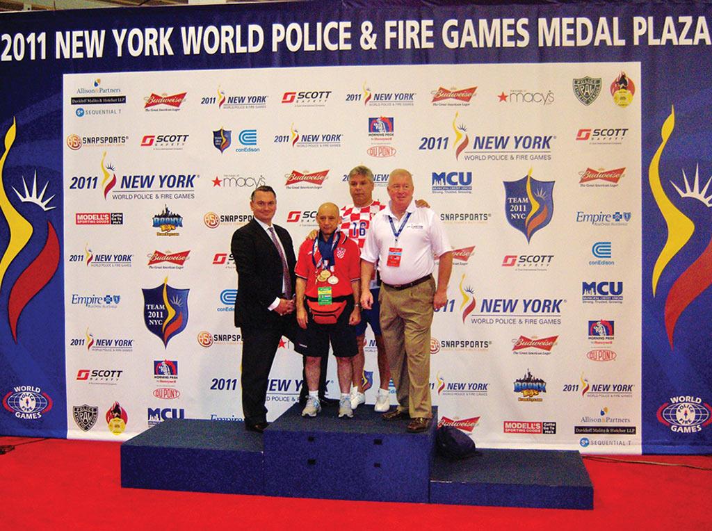 Svečanost u New Yorku 2011. godine Senad Mujagić najbolji policajac-sportaš svih vremena