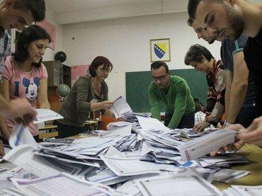 Od 2012. godine SBB izgubio svakog četvrtog vijećnika, SBiH svakog trećeg, a SDP svakog devetog