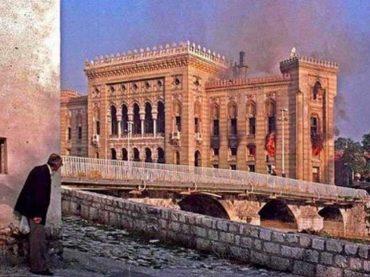 Godišnjica granatiranja Vijećnice: 28 godina od noći kada je gorio simbol Sarajeva