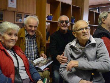 Stari su sretni i kad ih se neko sjeti