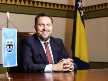 Grad Sarajevo će dodijeliti blizu 500 stipendija: Nagrada za trud i motivacija za buduće uspjehe