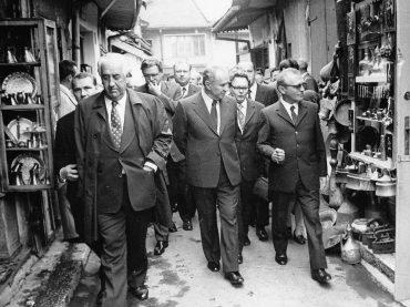 100 godina od rođenja i 40 godina od pogibije (3): Vječni osmijeh i lahkoća komuniciranja Džemala Bijedića otvarali su vrata svijeta Jugoslaviji