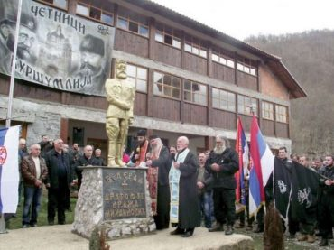 Ako pitate Srbe zločinac Draža slobodan je građanin i kao takav slobodno maršira na Drinu