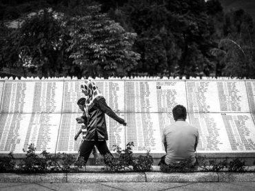 """Kako je nastajao Memorijalni centar Srebrenica – Potočari: """"Vlasti su htjele da se naša djeca kopaju u Kladnju"""""""