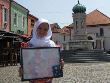 Šestogodišnja Aida Huremović na čelu kolone sjećanja