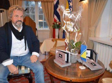 Uspio kao arhitekt u Norveškoj, danas karikaturom svijet upozorava na genocid u Srebrenici