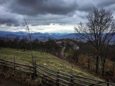 Orahova, selo suživota: Dva brata i Dragica na krovu istočne Bosne