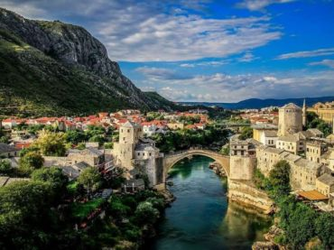Sudbina bosanskog jezika jeste sudbina države Bosne i Hercegovine
