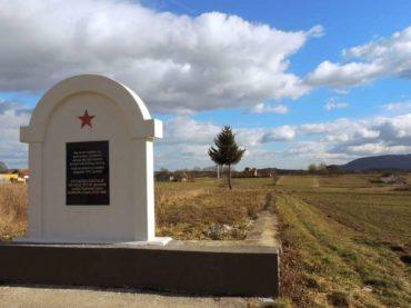 Srbe spašavali u ratu, a danas im obnavljaju spomenike