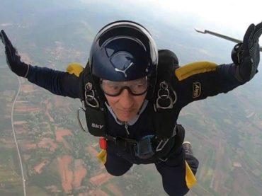 Najstariji padobranac u Evropi leti i paraglajderom