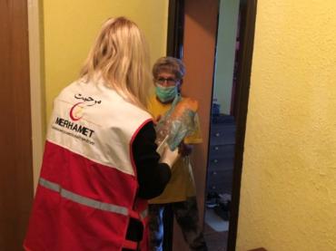 'Merhamet' širom BiH dostavlja tople obroke i pakete starijima od 65 godina