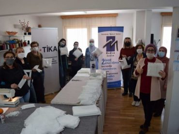 """""""Medica"""" Zenica uz podršku TIKA-e šije i dijeli maske"""