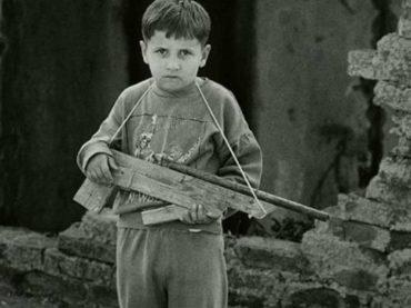 Povratak u devedesete: Djetinjstvo u ratu i u izolaciji