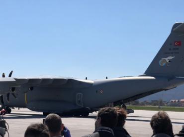 Avion s medicinskom pomoći iz Turske sletio na aerodrom u Sarajevu