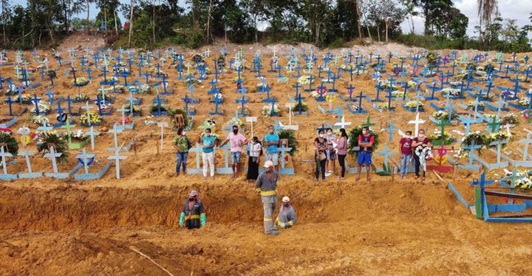 Novo Žarište: U protekla 24 sata od COVID-19 u Brazilu preminulo 749 osoba!