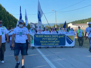 """Predvođeni majkama Srebrenice učesnici """"Marša mira"""" ušli u Potočare"""
