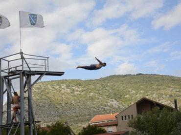 """Tradicionalni skokovi sa skakaonice """"Azer Dželilović"""" u Mostaru: Pobjednici Igor Kazić i Bekim Šabić"""