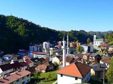 Bošnjački odbornici u Srebrenici: Negiranje genocida i Spomenik miru ne ide zajedno