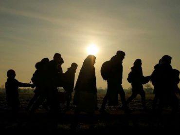 """Migranti opet sanjaju balkansku rutu: Desetine hiljada """"zarobljenih"""" u tampon zoni između Grčke i Makedonije"""