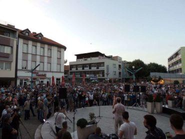 U Bihaću održan protest građana koji traže rješenje migrantske krize