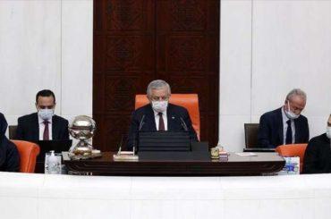 Turski parlament usvojio deklaraciju kojom osuđuje antiislamske izjave Macrona