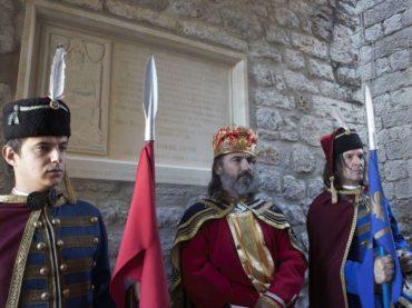 Herceg Novi: Otkrivene spomen-ploče Zuki Džumhuru i kralju Tvrtku I Kotromaniću