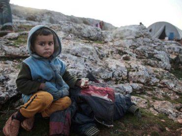 Zimu čekaju bez odjeće i ogrjeva: Djeca u kampovima u sirijskom Idlibu bosa i promrzla